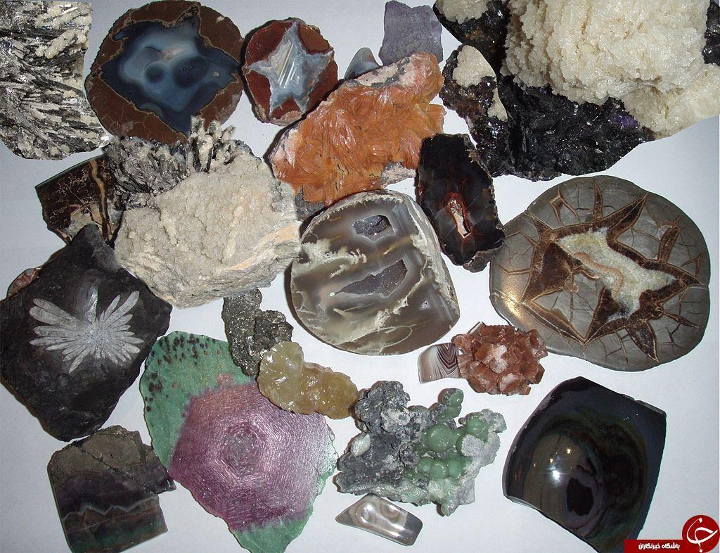 آکسینیت جواهری چند رنگ است؟