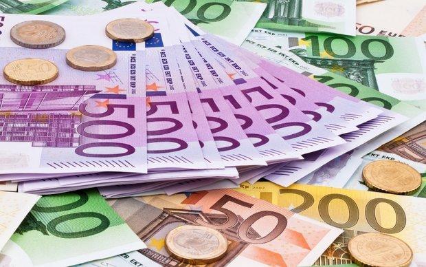 افزایش نرخ دلار مبادله ای، کاهش 228 ریالی قیمت رسمی پوند
