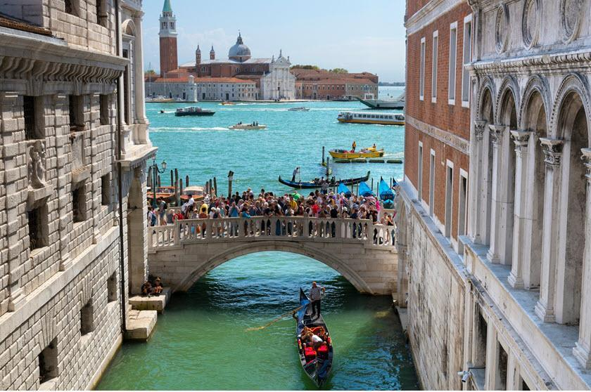 اخراج گردشگران از ونیز به دلیل نقض قوانین