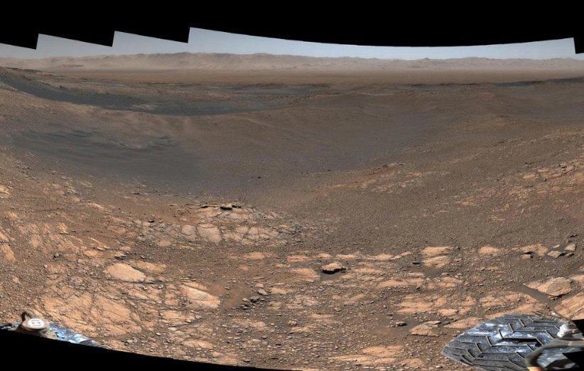 تصویر پانوراما 1، 8 گیگاپیکسلی مریخ نورد کنجکاوی از سیاره سرخ