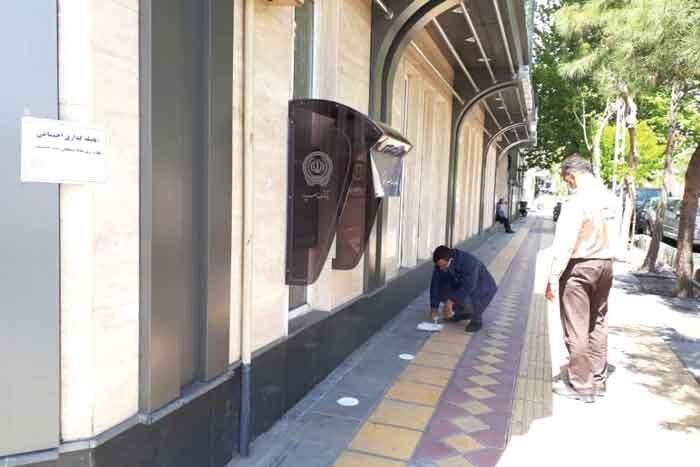 علامت گذاری در اماکن پر تردد برای رعایت فاصله اجتماعی