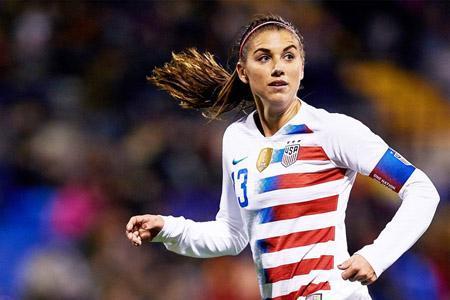 عکس روز؛ یکی از بزرگ ترین ستاره های فوتبال زنان مادر شد