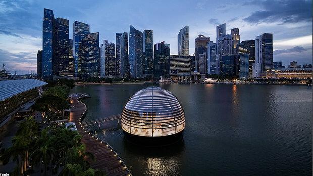 فروشگاه شناور اپل در سنگاپور