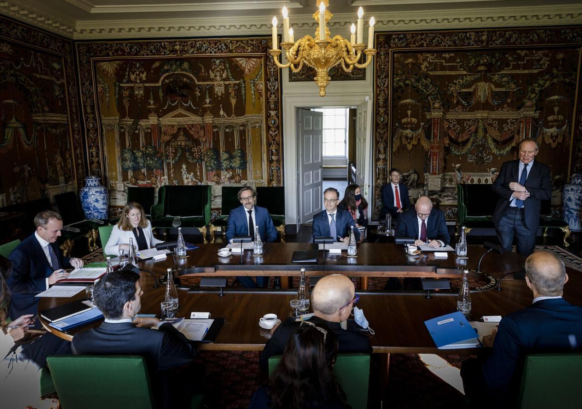 خبرنگاران تروئیکای اروپایی درباره رد فعالیت مکانیسم ماشه از سوی آمریکا توافق کردند