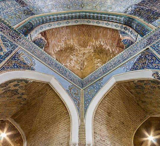 مسجد کبود، نگین فیروزه ای تاریخ ایران
