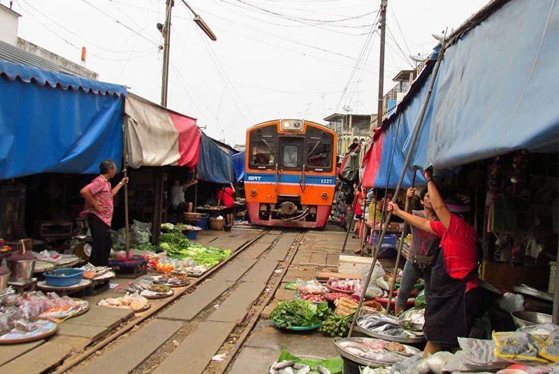 بازار ریلی مائه کلونگ در بانکوک