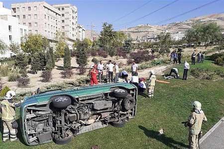 واژگونی خودروی کارمندان سفارت پاکستان در محور بم - ریگان