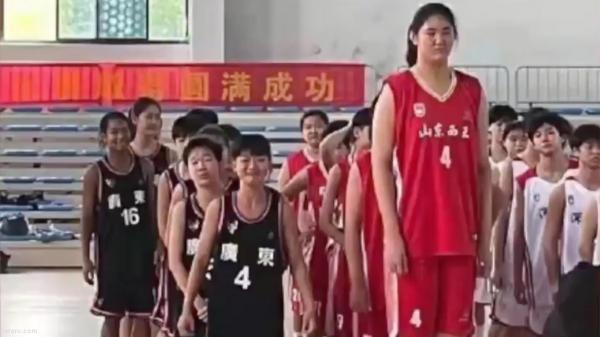 قد اعجاب انگیز دختر بسکتبالیست 14 ساله